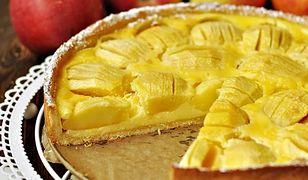 Ciasto z jabłkami w polewie śmietanowej. Sezonowy hit