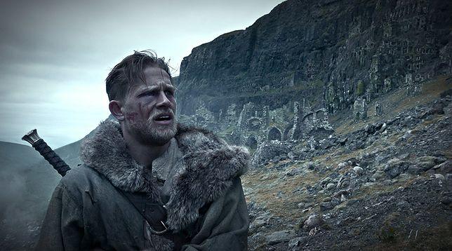 Charlie Hunnam jako król Artur