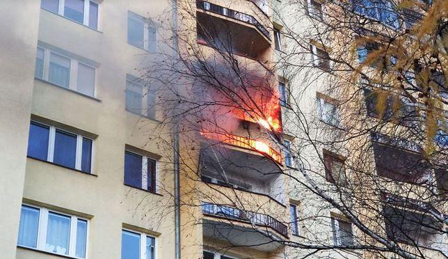 Pożar mieszkania w Krakowie. Mieszkańcy ruszyli z pomocą fot: CowKrakowie.pl