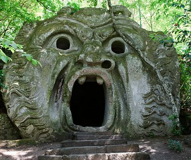 W Parku potworów w Bomarzo we Włoszech nie znajdziemy tradycyjnych fontann czy pięknie rzeźbionych bogów
