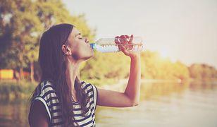 Co warto wyczytać z etykiety na wodzie?
