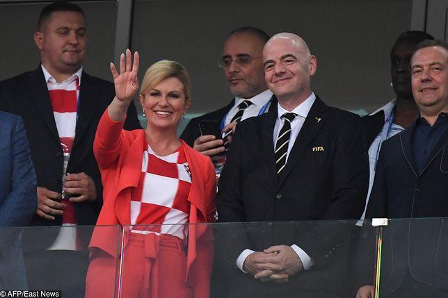 Czerwony kostium Kolindy Grabar-Kitarović stanowił dobrą oprawę dla sportowej koszulki w barwach Chorwacji