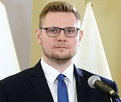 """Michał Woś: """"Pani ambasador powinna pójść na jakąś prelekcję"""""""