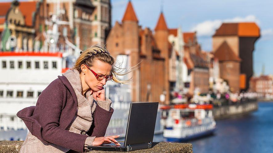 62,7% Polaków korzysta z Internetu, 8% z mobilnego, a za usługi płacimy niechętnie