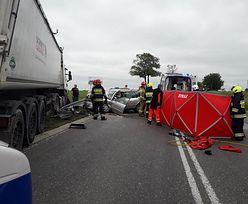 Tragiczny wypadek na krajowej siódemce. Nie żyje kobieta, troje dzieci rannych