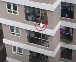 Nieprawdopodobny finał. Dziecko spadło z 12. piętra. Jest nagranie