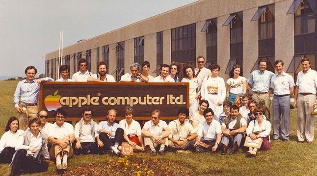 Apple France podczas wizyty w świeżo otwartym zakładzie w Cork, 1980.