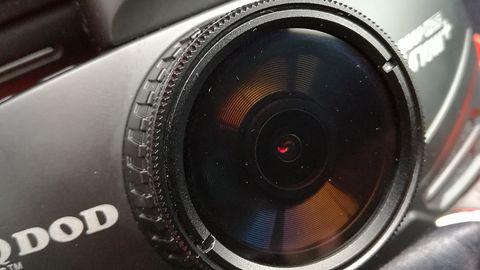 Test kamerki samochodowej DOD LS470W+ – czy za jakośćtrzeba tyle zapłacić?