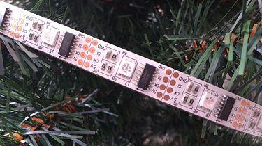 Lampki choinkowe sterowane smartfonem - Taśma z WS2801 na choince