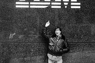 IBM zbroi się w Apple - Jobs w marcu 1983 roku pod siedzibą IBM. Z pewnością nie przewidywał, że w 2016 roku IBM będzie największym klientem korporacyjnym Apple.
