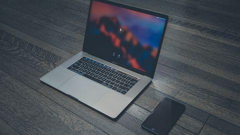 Apple potwierdza: nowy MacBook Pro jest gorącym towarem. Pomóc ma aktualizacja