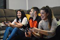Rynek gier wideo w Polsce wart niemal 2,5 miliarda złotych - Graczy jest już w Polsce 18 mln. Połowa z nich to kobiety