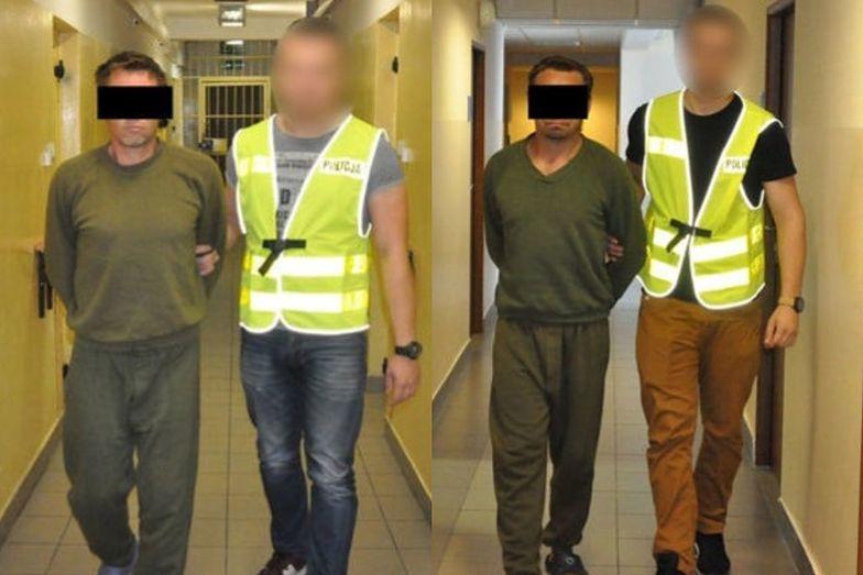 Mężczyźni zostali zatrzymani w związku z napadem na 90-letnią kobietę, który miał miejsce w lipcu ubiegłego roku. Grozi im 12 lat więzienia.