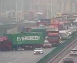 Evergreen znowu to zrobił. Po Kanale Sueskim padło na autostradę