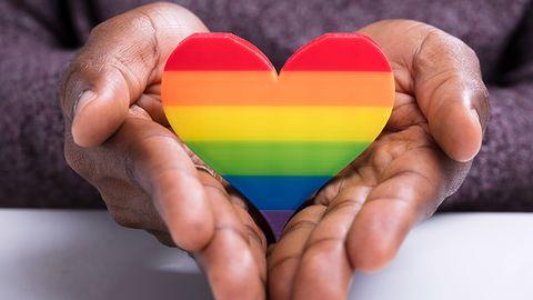 Homoseksualiści w Rosji bez zegarka z tęczą. Kolorowa tarcza celowo znika z Apple Watcha