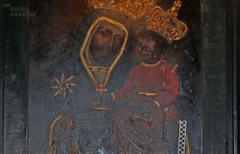Rzucił butelką w Matkę Boską. Bezcenne dzieło w Krakowie zniszczone