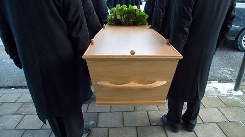 Policjanci na pogrzebie chcieli odblokować smartfon zmarłego jego palcem