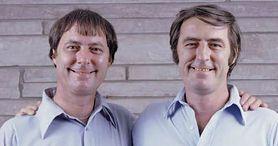 """Media nazwały ich """"Jim Twins"""". Niezwykła historia bliźniaków z USA"""