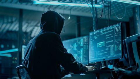 Haker zdobył i sprzedaje konta menedżerów największych światowych firm