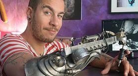 Tatuażysta bez ręki - pierwsza proteza do robienia tatuażu