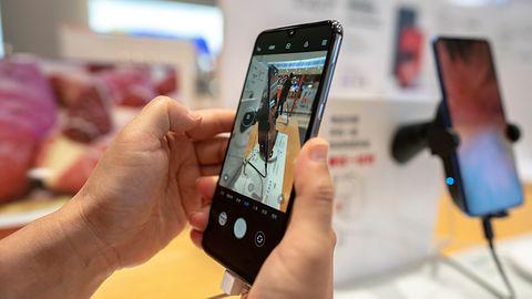Xiaomi i OPPO pokazują smartfony z aparatem pod ekranem – to będzie koniec ery wcięć