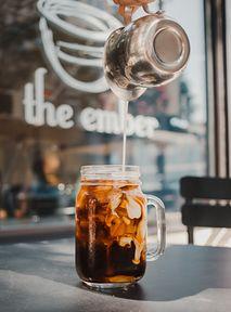 Przepisy na kawę z TikToka, które koniecznie musisz przetestować!