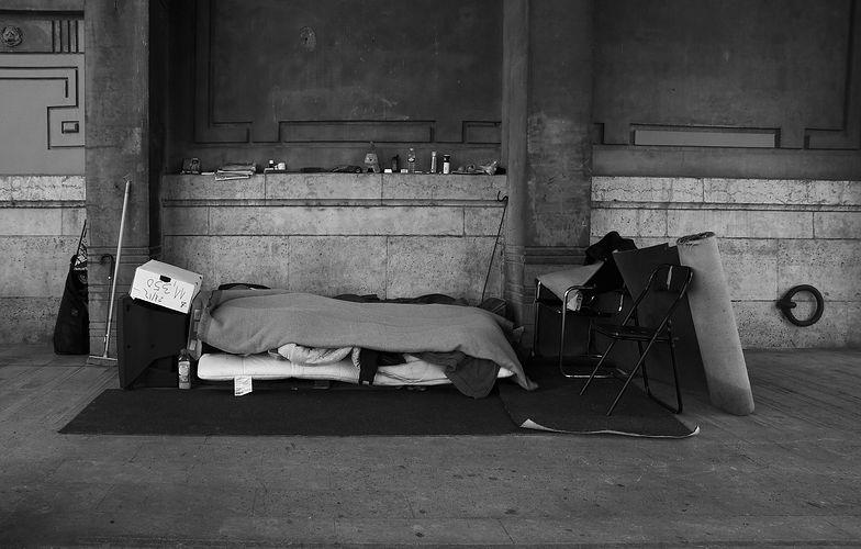 Bezdomny z fortuną na koncie. Tragedia na dworcu w Mediolanie