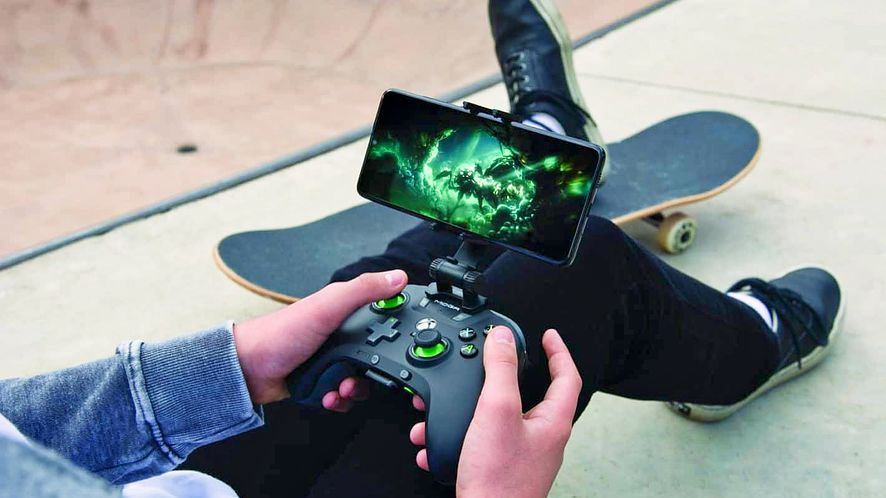 granie na smartfonie przez usługę xCloud, fot. Xbox/Microsoft