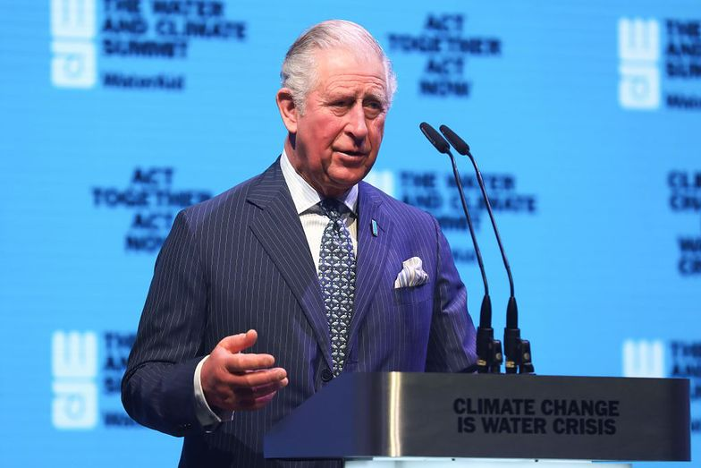 Koronawirus. Książę Karol wykazuje łagodne objawy