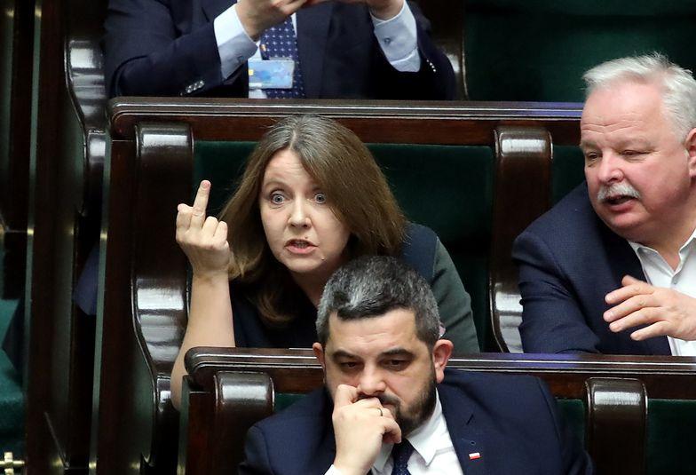 Joanna Lichocka pokazała środkowy palec. Teraz chce przeprosin