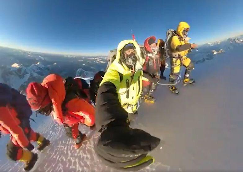 Niesamowite nagranie z K2. Tak Szerpowie pokonali ostatnie metry