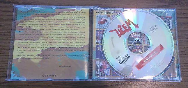 Internet jednak nie zastąpi bogatej oprawy graficznej, niektórych płyt CD