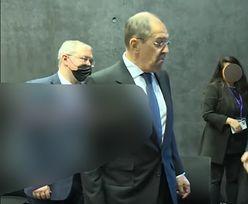 Ławrow podszedł do ministra Kanady. Wymownie spojrzał na jego krawat