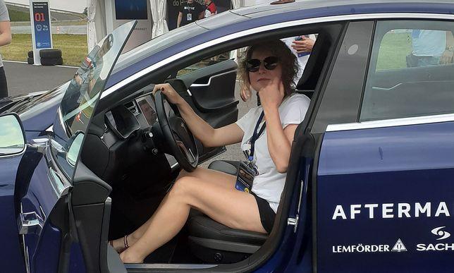 """""""Poprosi pani kolegę"""". Właścicielka serwisu samochodowego opowiada o pracy w męskiej branży"""