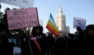 """""""Rasizm nie przejdzie!"""" Antyrasistowski wiec w Warszawie"""
