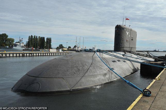 """ORP """"Orzeł"""", duma naszej Marynarki Wojennej. Po wybuchu pożaru został zatopiony pianą przez Straż Pożarną."""