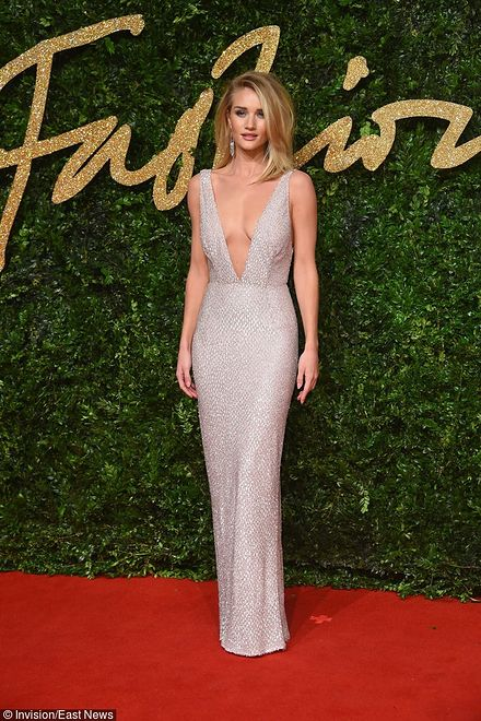 Rosie Huntington-Whiteley na BFA 2015