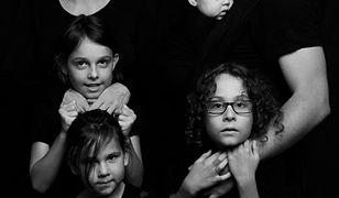Ci rodzice raz w miesiącu nie każą dzieciom iść do szkoły. To protest przeciwko reformie PiS
