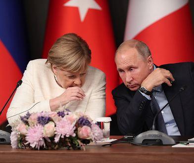 """""""Merkel jest kobietą, która utrzymuje w kwestii sankcji wobec Rosji jedność Europy"""" - czytamy"""