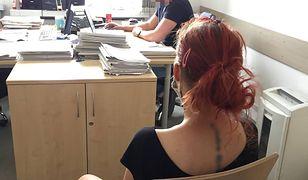 Warszawa. Kobieta wstrzykiwała sobie heroinę w toalecie, trzymając na ręku dziecko