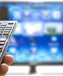 Wojna na pakiety telekomunikacyjne. Polacy chętniej łączą internet, telewizję i telefon