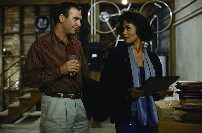 "Kevin Costner i Whitney Houston w filmie ""Bodyguard"""