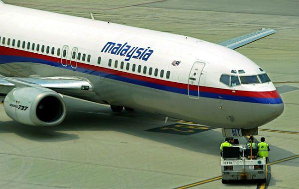 Samolot linii Malaysia Airlines z 239 osobami na pokładzie runął do morza?
