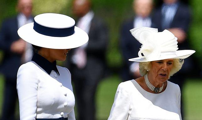 Melania Trump u boku Camilli i królowej Elżbiety. Chyba o czymś zapomniała