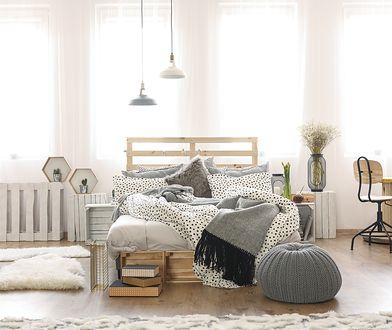 Łóżko z palet - skandynawska prostota w sypialni