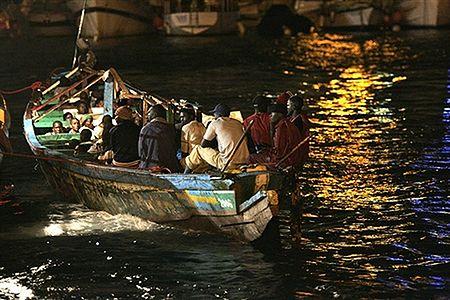 Przemytnicy imigrantów utopili 32 Afrykanów