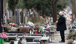 Religijne święta Jarosława Kaczyńskiego. Prezes PiS odwiedził Powązki