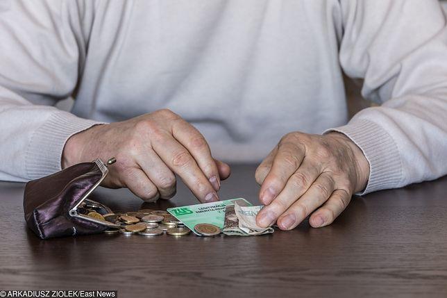 Od października Polacy zapłacą niższy PIT