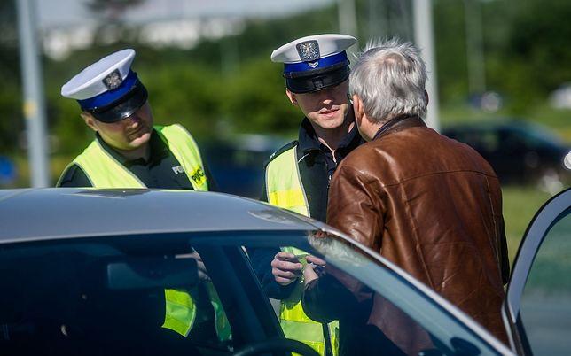Rozmowa kierowcy przez telefon może się okazać nie tylko niebezpieczna, ale także kosztowna