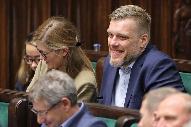 Adrian Zandberg podczas pierwszego posiedzenia Sejmu.